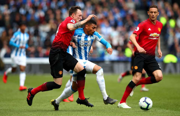 Clip of Man Utd 'playing out from the back' v Huddersfield is Sunday League standard