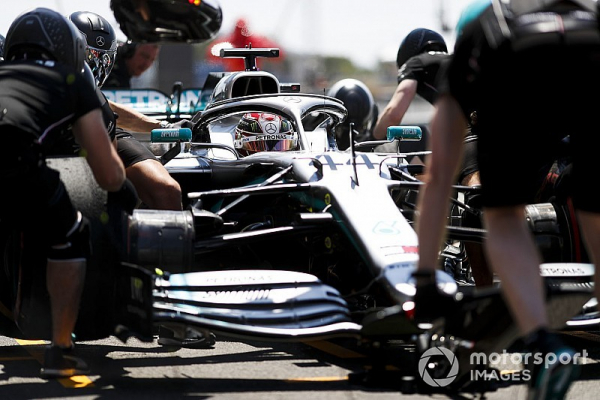 """Mercedes unreliability being """"saved"""" by mechanics - Wolff"""