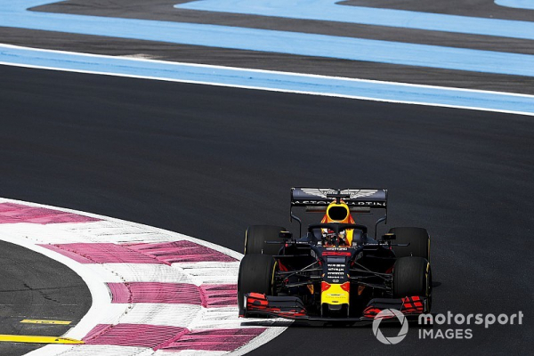 Red Bull weaknesses a legacy of front-wing rules - Verstappen