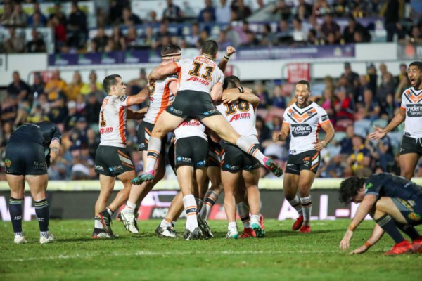 Heartbreak for the Cowboys in golden point as Warriors beat Tigers