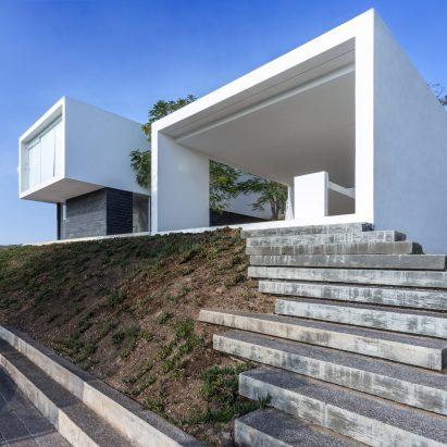 HW-Studio steps Casa Ja down a slope in central Mexico