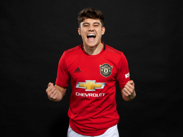 Manchester United transfer news: Daniel James completes £18m move from Swansea on five-year deal