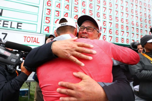 Gary Woodland celebrates Father's Day with emotional US Open triumph