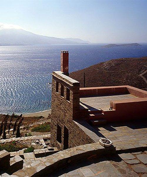 couvelas/kouvelas blends summer house into greek island's cliffside landscape