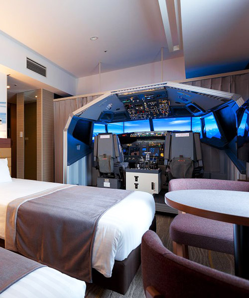 japanese hotel features a lifesize flight simulator in one of its rooms