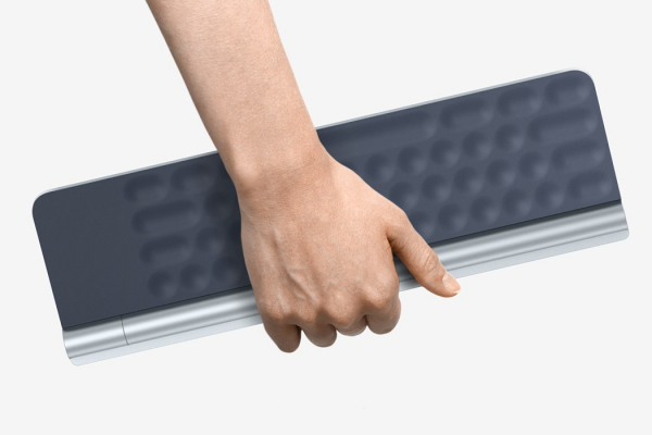 Who needs a display when this keyboard projects your screen directly on your retina?