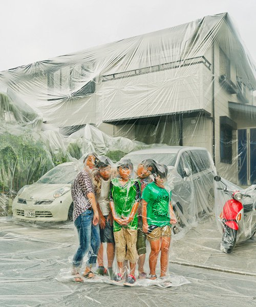 photographer hal vacuum-seals families together with their homes