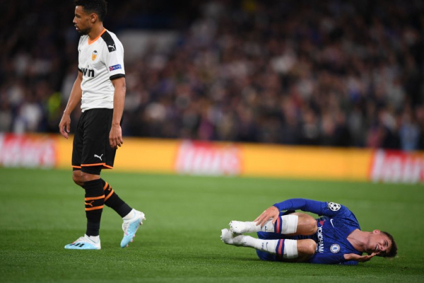 Chelsea fans fume at ex-Arsenal star Francis Coquelin for injuring Mason Mount