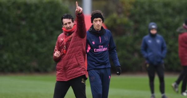 Emery insists Arsenal door not closed for Ozil