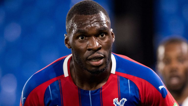 Benteke, Tomkins extend Palace contracts