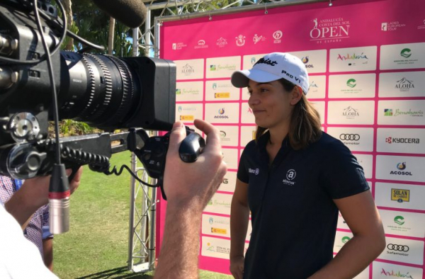 Karolin Lampert Out in Front – with Super Caddie