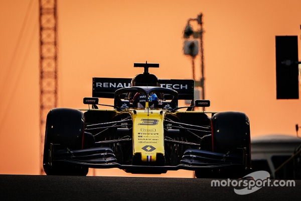 "Ricciardo: Renault message not ""massaging their shoulders"""