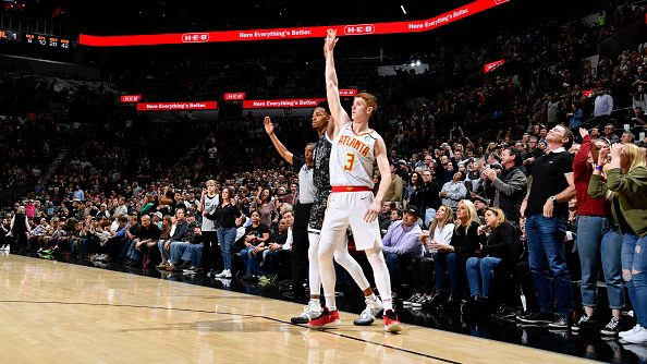 Kevin Huerter's 3-pointer gives Hawks first win in San Antonio in his lifetime (video)