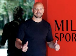 Aston Villa's Pepe Reina openly supports far-right party's anti-lockdown protest in Spain