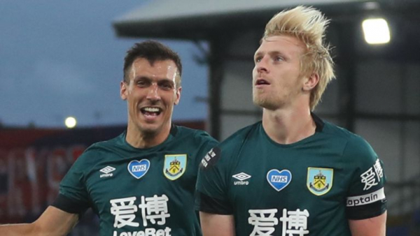 Burnley extend Mee deal until June 2022