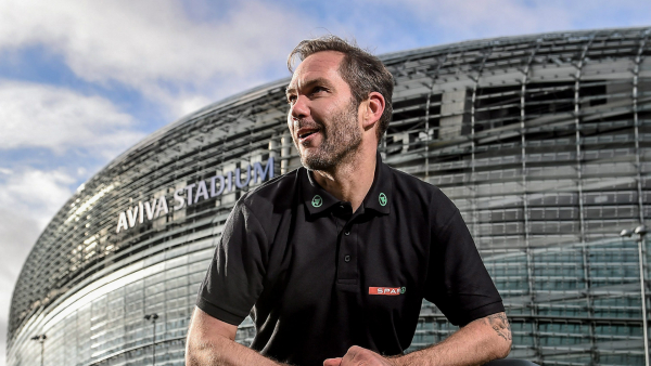 From the perfect comeback after a fractured leg to Highbury heroics - Join Liverpool legend Jason McAteer on the Standard Chartered Soundboard