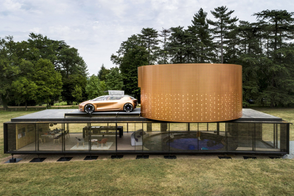 This Renault automotive-inspired architecture is designed for the car to move within the house!