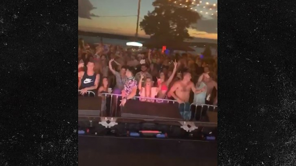 No masks worn, social distancing guidelines followed at Lake of the Ozarks Borgeous show