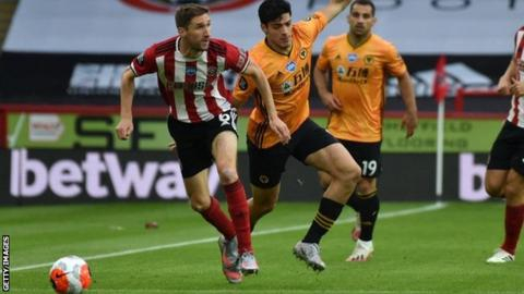 Sheffield United's Chris Basham signs new deal with Blades until 2022