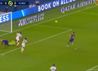 Video: Arsenal and Leeds target Julian Draxler saves PSG with a last gasp winner over Metz