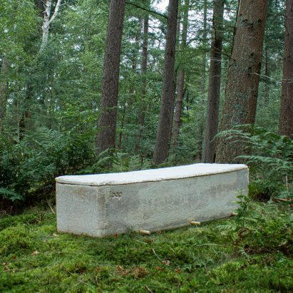 "Bob Hendrikx designs ""living coffin"" from mushroom mycelium"