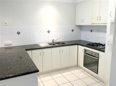 Kitchen .........jpg