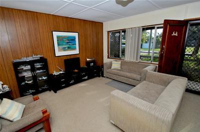 2. DSC_0759 Lounge (1).jpg