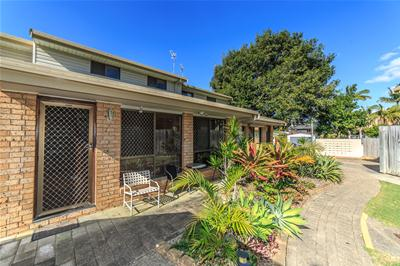 LR 2-30 Sportsman Ave, Mermaid Waters-2.jpg