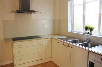 Kitchen2-min.jpg