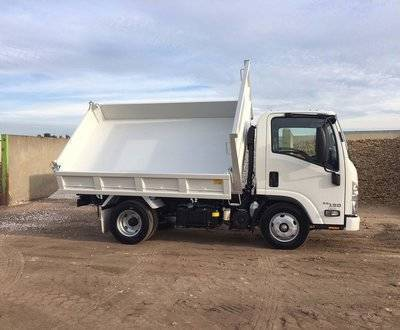 The versatile Isuzu Tri-Tipper image