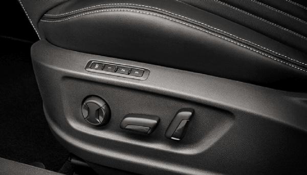 Brian Hilton ŠKODA - KAROQ | Medium SUV