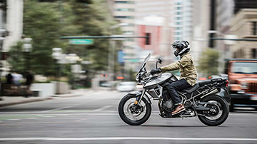Triumph-TIGER 800 XRT-Feature-01