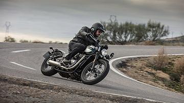 Triumph-BONNEVILLE BOBBER BLACK