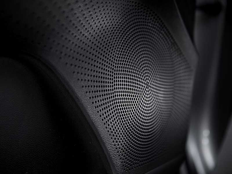 kia-cerato-hatch-gt-JBL-speakers