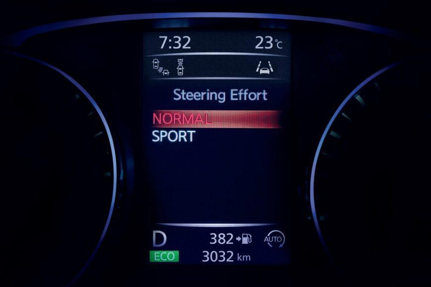 Qashqai_Nissan Advanced Display with steering modes on screen