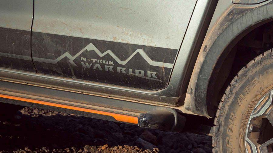 navara-n-trek-warrior-decal