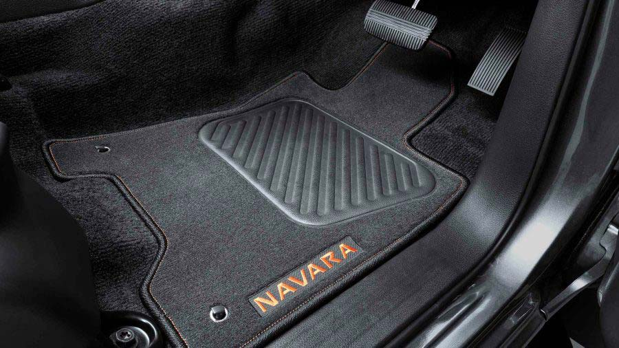 navara-n-trek-warrior-orange-accented-floor-mats