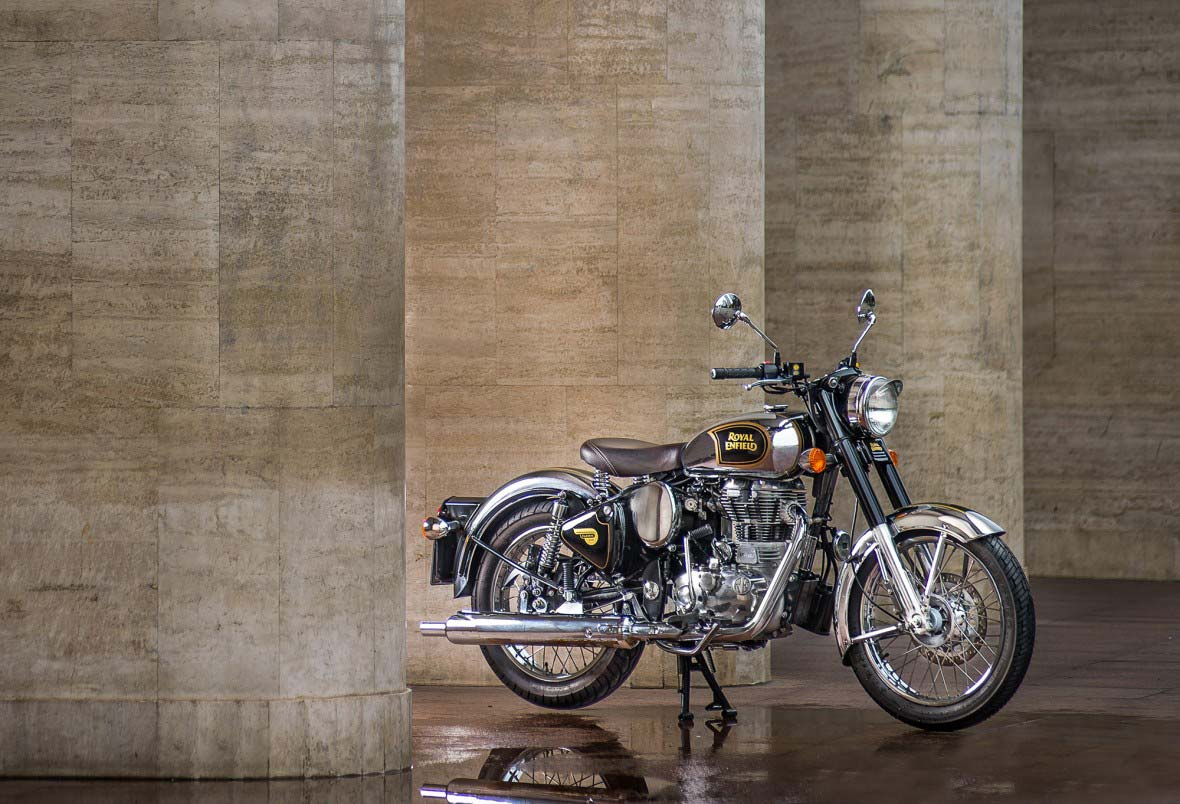 RoyalEnfield-Classic500Chrome-Feature1