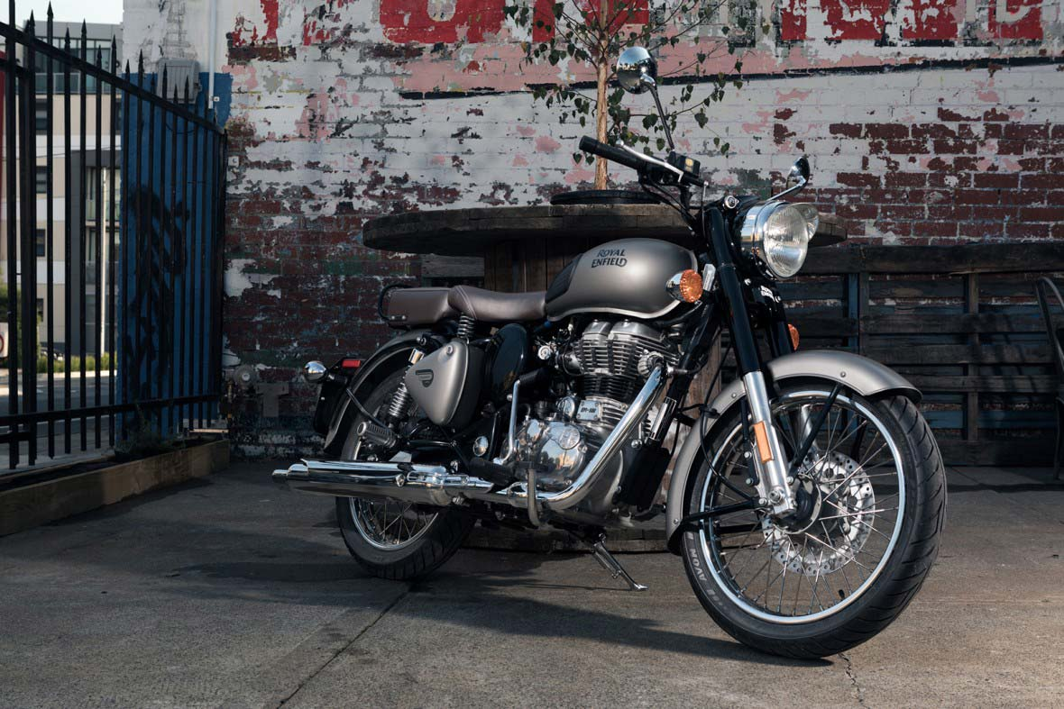RoyalEnfield-Classic500Dark-Feature
