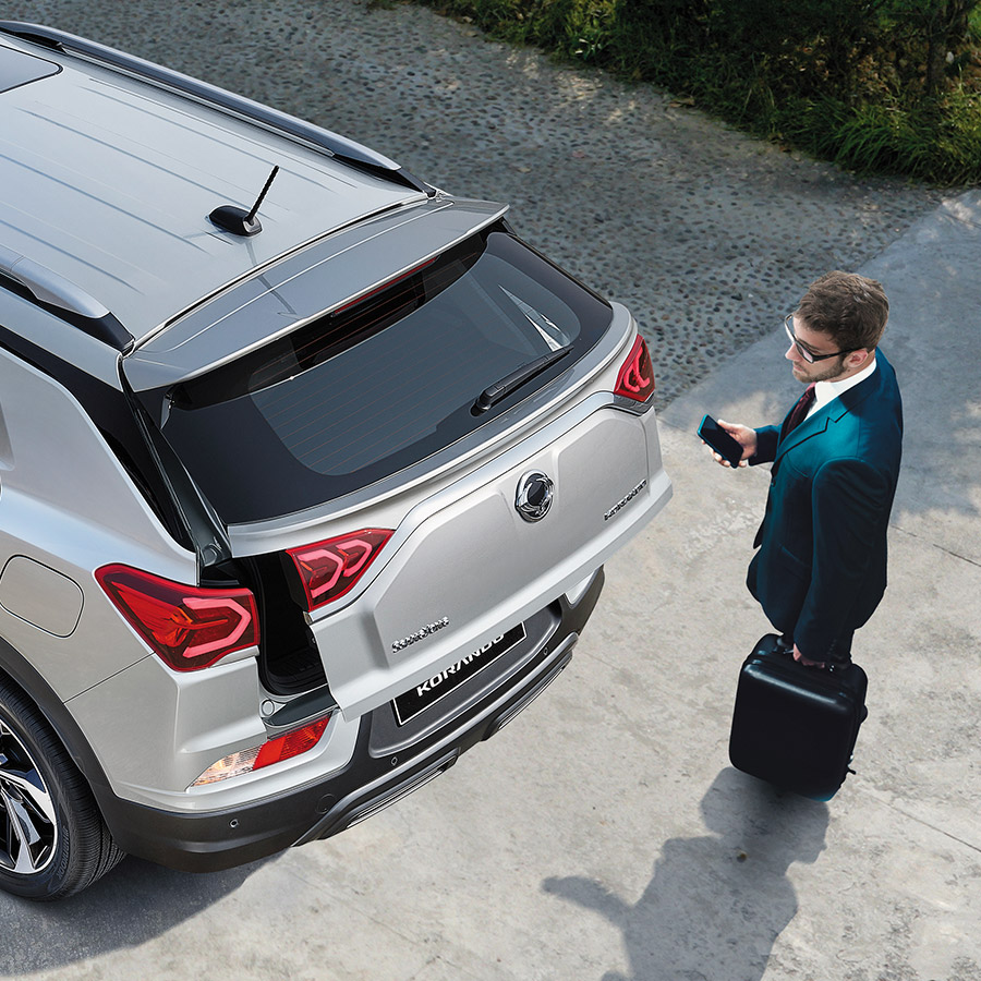 ssangyong-korando-powered-tailgate