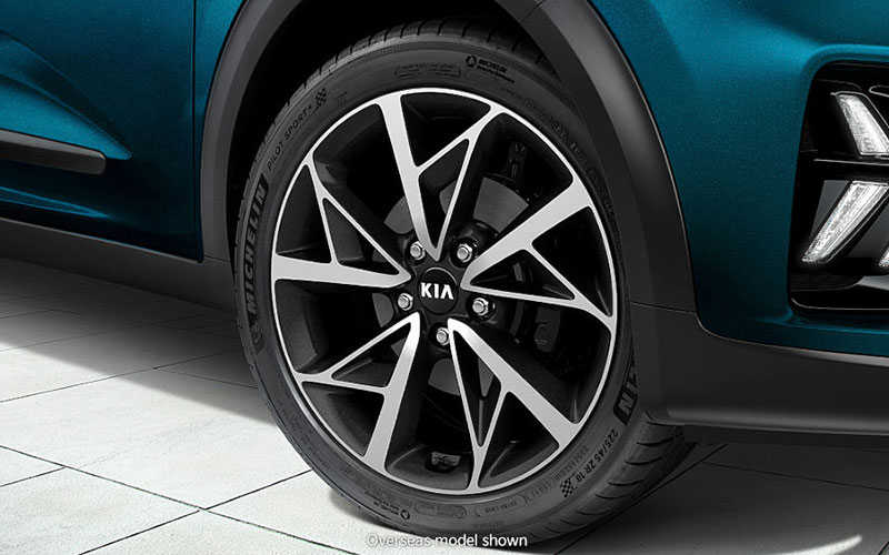 kia-niro-features-design-alloy-wheels