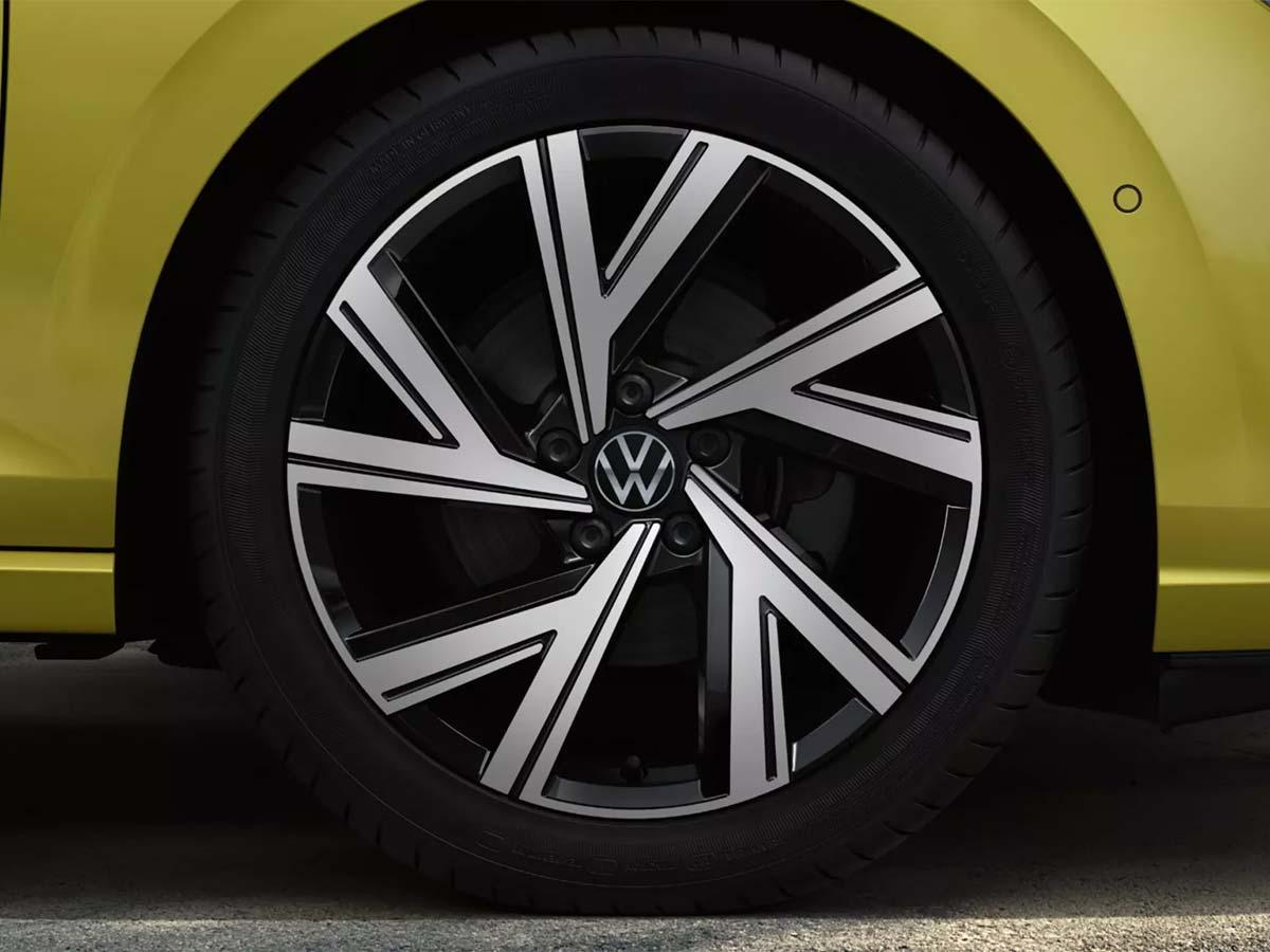 Volkswagen-Golf-Features