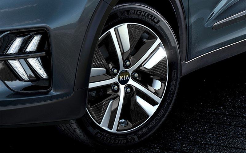 kia-niro-features-design-alloy-wheels-PHEV