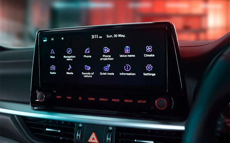 kia-cerato-interior-touchscreen