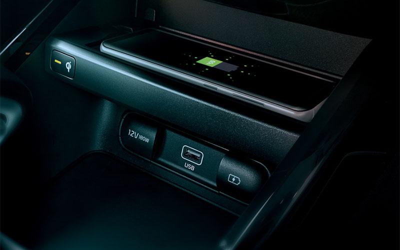 kia-cerato-interior-wireless-charger