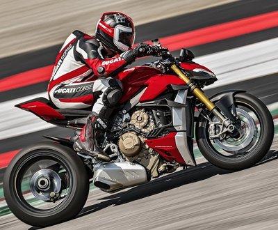 Ducati's_Streetfighter_4V image