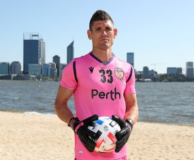 Perth Glory goalkeeper Liam Reddy image