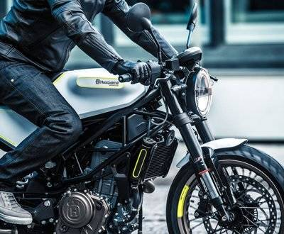 Husqvarna Vitpilen 401 Road Bike Harley Davidson Triumph Cafe Racer Sports Bike image