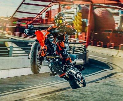 KTM_690_SMC_R_Supermoto image
