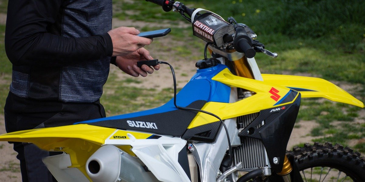 blog large image - Take Full Control with the Suzuki RM-Z250